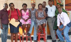 Journalistes radio au tour de leur formateur Nkubito Jean Claude à la fin de la journée de jeudi 7/3/2013 au CFM